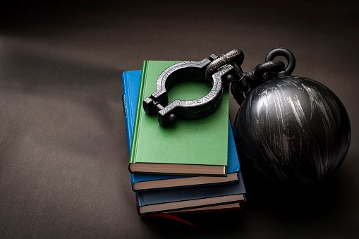 How to help an inmate to enroll for a correspondence Bible course